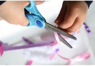 8<---Scissors!---